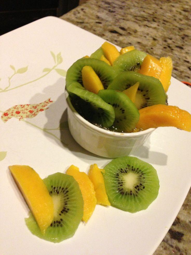 Kiwi mango chia pudding , living lean , the Dolce Diet