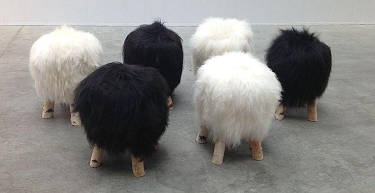 Leuek krukjes schapenvacht natuurlijk hout - Zitmeubels, banken, fauteuils, stoelen sofa's - de jong interieur