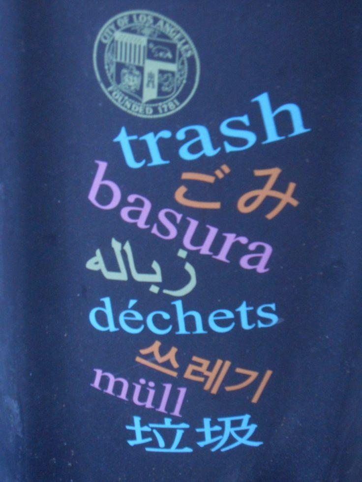 Bote de basura en Los Angeles, CA.