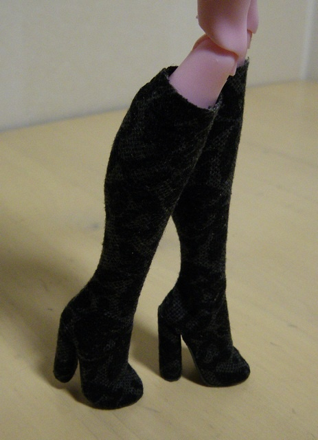 Fashion Doll Shoes: Stretchy boots
