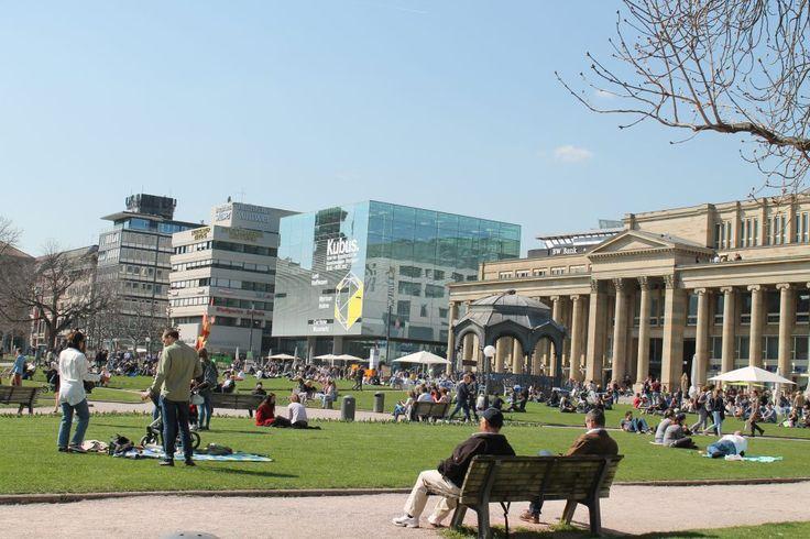 Frühlingsgefühle: Entspannen am Schlossplatz #Stuttgart.