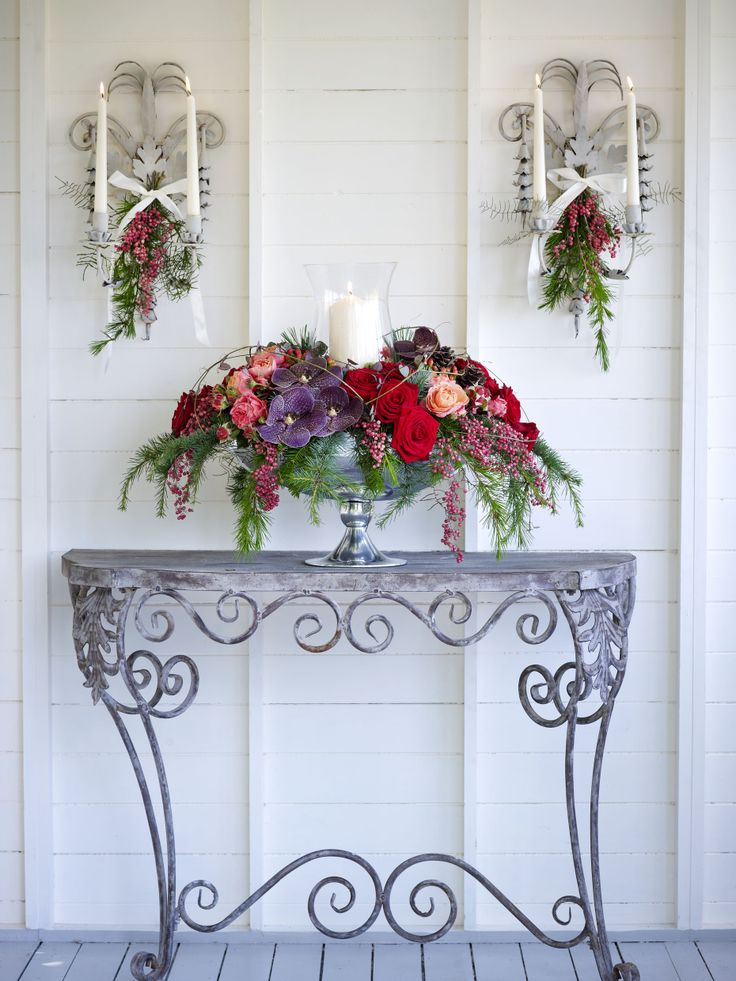 Showstopping floral arrangement for entrace hall