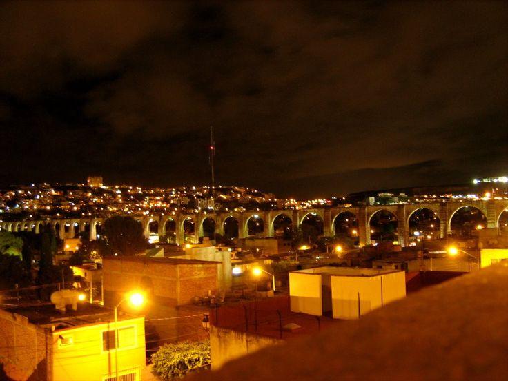 el acueducto visto desde el mirador en la noche Santiago de Queretaro