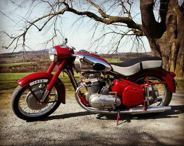 Jawa 500cc 4stroke  Photo courtesy of @jiri_weinhonig  More photos on - http://ift.tt/1MOOLiU (Link in Profile) | #jawa | #jawamotorcycles.com | #idealjawa| #2stroke | #chrome | #Cz | #biker | #motorcycles | #smoking | #yezdi | #yjoci | #retro | #czech | #vintage | #vintagestyle |#india | #motorbike | #caferacer | #bikeporn | #instamotogallery | #dirt | #bike | #picoftheday | #gopro | #motocross | #motorcycleyard |