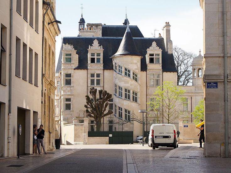 Abritel Location Poitiers - La vie de château en plein coeur historique de Poitiers location appartement à Vienne Magnifique appartement situé dans un hôtel particulier du XVIe siècle.