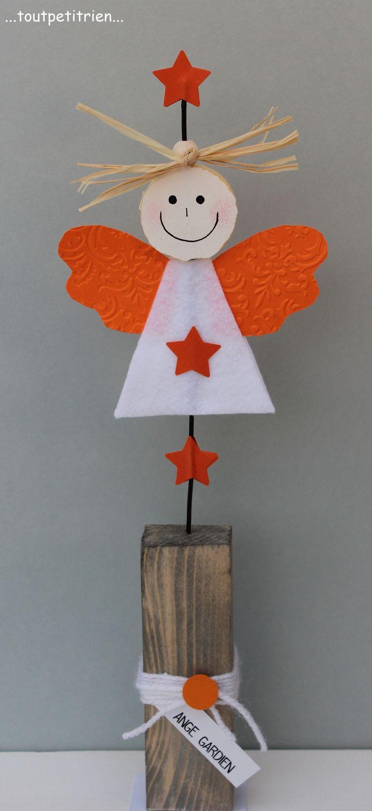 #bricolage #enfants #noel. Un ange gardien en feutrine et papier cartonné. Le visage est découpé à l'aide d'un emporte-pièce dans du sajex compressé. www.toutpetitrien.ch/bricos/ - fleurysylvie