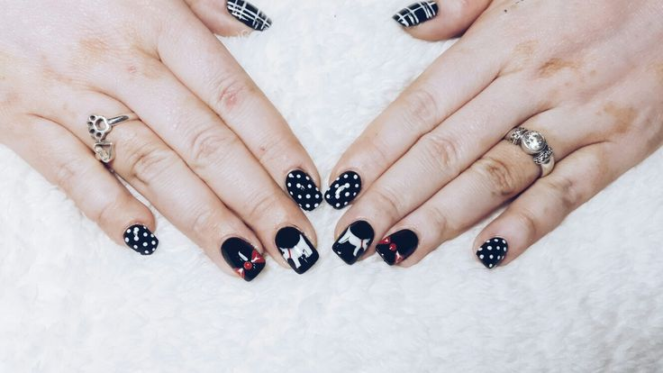 Scottish Terrier nails.  Freehand nail art. #ScottieNails done with acrylic