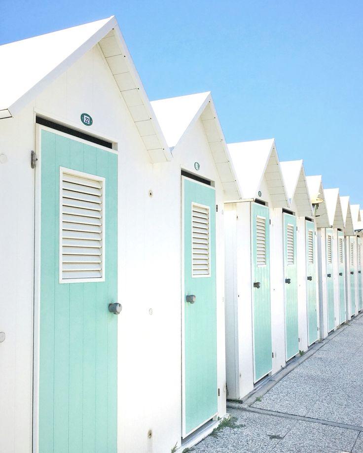 Beach houses in Forte dei Marmi #summer #beachhouses #colors #travels #retro #vintage #fortedeimarmi #summertime #italy