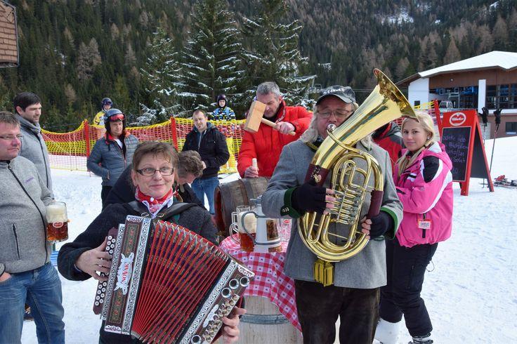 Erste Bieranstich mit LIve-Musik auf der Strohsackhütte in Bad Kleinkirchheim - Region Nockberge - Kärnten - Lust am Leben :) Lustig war es - wir freuen uns auf weitere Tage voller Biergenuss (Getränke & Speisen) - www.almrausch.co.at  #badkleinkirchheim #ktr16 #kärnten #nockberge #strohsackhütte #hotelalmrausch