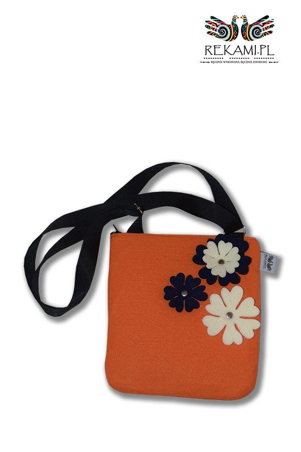 Filcowa listonoszka dziecięca. Pomarańczowa z kwiatem granatowym i ecru
