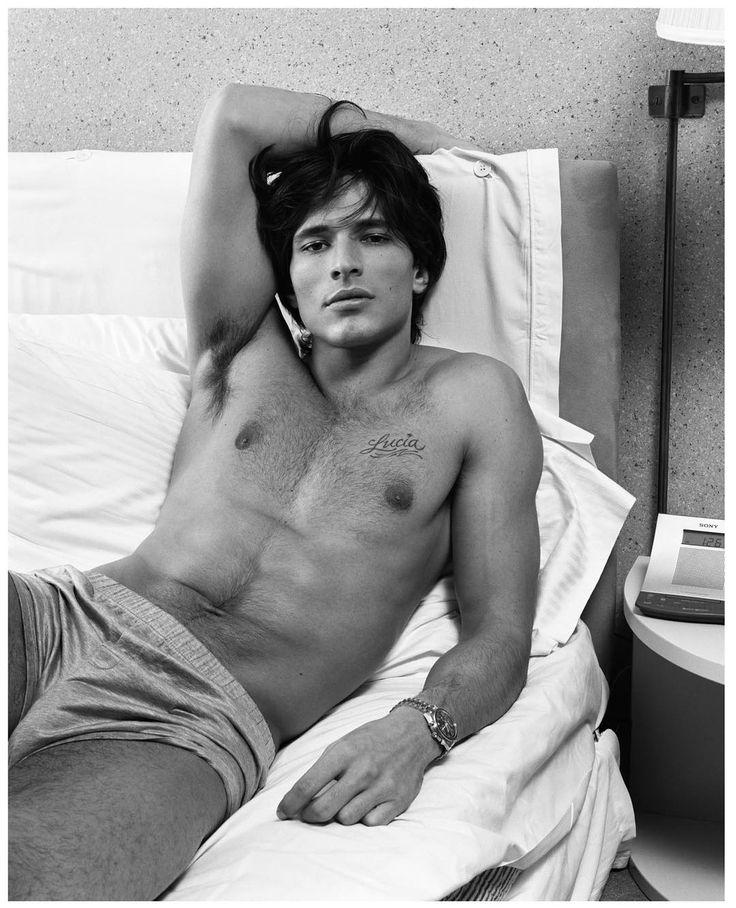 inezandvinoodh | Male models, Men in bed, Men