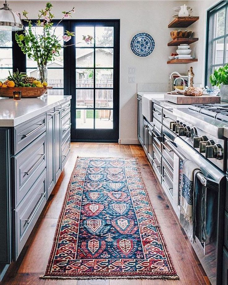We can never get enough of vintage runners in the kitchen!