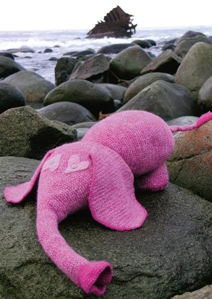 Elefanten Koseklumpen. Gratisoppskrift fra Du Store Alpakka, hekles i Tynn alpakka