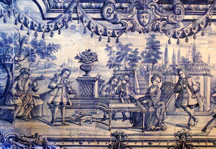 LÚCIO STUDER FERREIRA - Loures | Palácio do / Palace of Correio-mor | Sala da Caça / Hunting room [photo: https://palaciodocorreiomor.files.wordpress.com/2011/09/sala-da-cac3a7a_cena-musical1.jpg] #Azulejo #AzulEBranco #BlueAndWhite