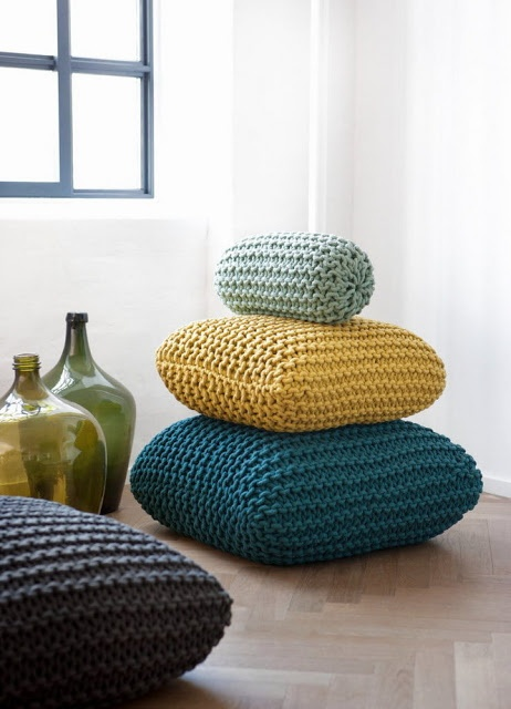 almofadas coloridas: Decor, Ferm Living, Idea, Knits Pillows, Crochet, Floors Cushions, Floors Pillows, Chunky Knits, Floor Cushions