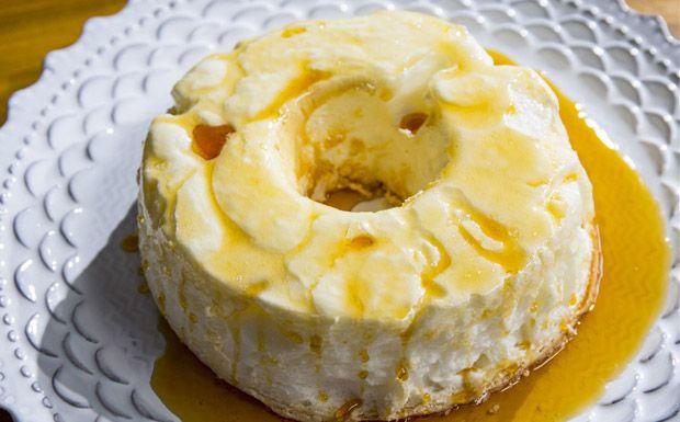 Fácil de fazer! Pudim de claras com caramelo da Carolina Ferraz.