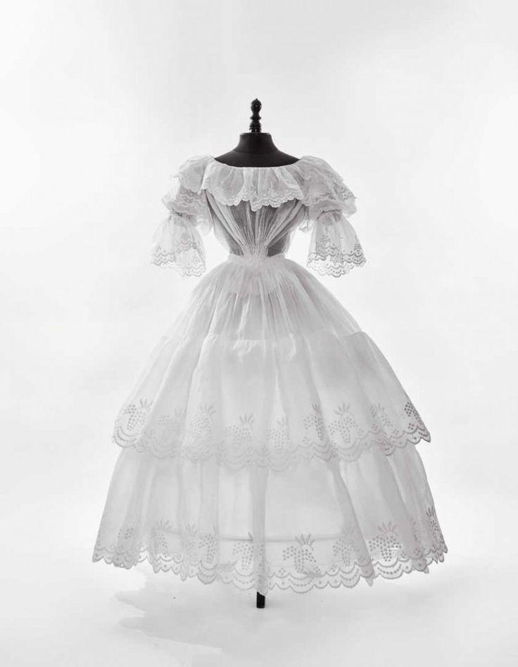 Robe à crinoline, pour l'après-midi d'été, 1840-1845. | Daguerre