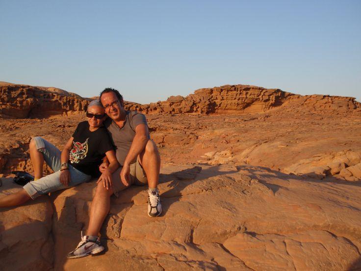 Puesta de sol en el desierto de Wadi Rum en Jordania.