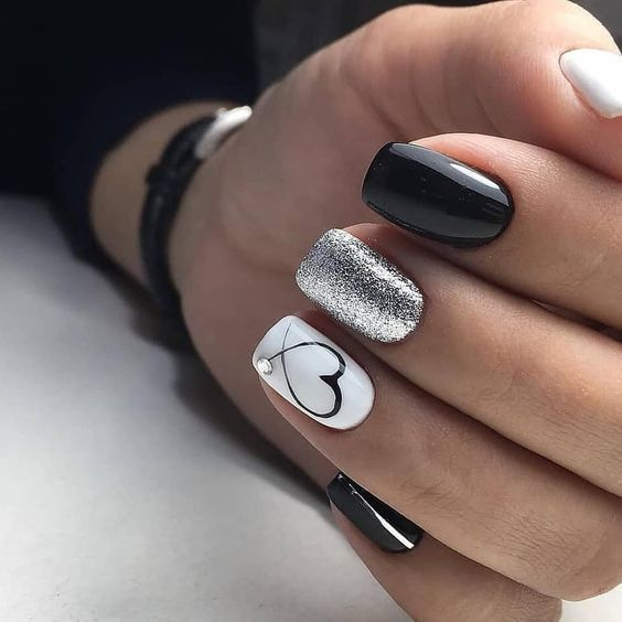 Floral inspirierte nackte Nagelkunst. Gib deine nackten Nägel auf – Simple Nude Nails
