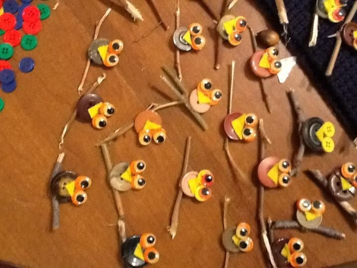 No link, just a picture - owl swap!! Use pennies instead of buttons? Yellow heart + google eyes + safety pin.