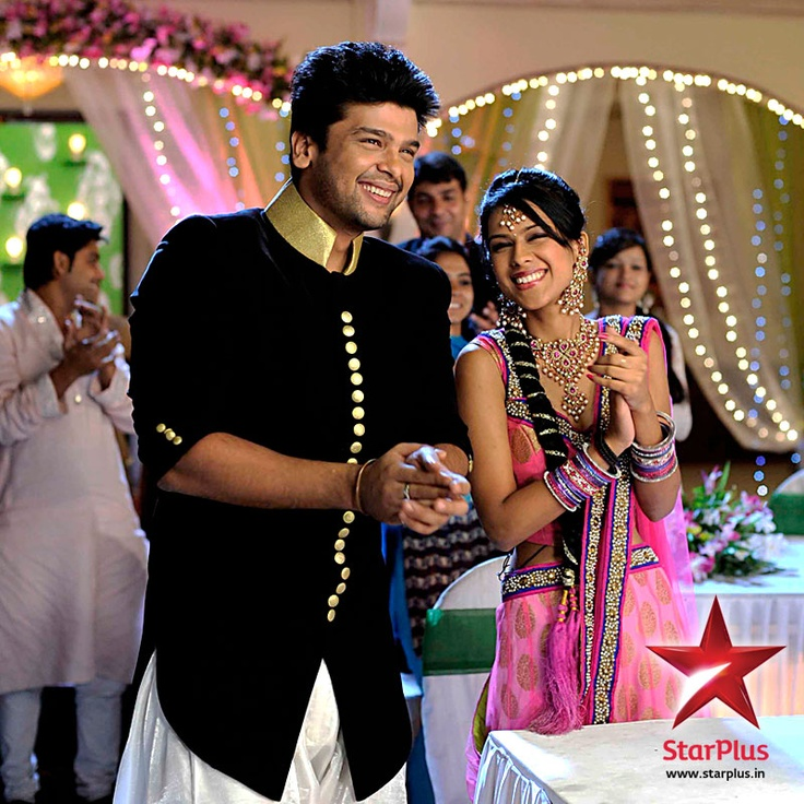 Viraat and Maanvi enjoying the performance of Viren and Jeevika