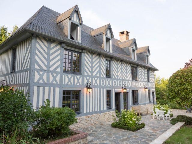 Afin de pouvoir s'évader régulièrement de la Capitale, un couple de parisiens a fait l'acquisition d'un manoir situé en plein cœur du paisible Pays d'Auge, en Normandie. Entièrement rénové, ... #MaisonAPart
