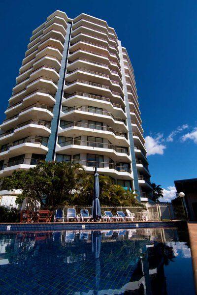 Carrington Court - Outdoor Heated Pool - Main Beach Apartments
