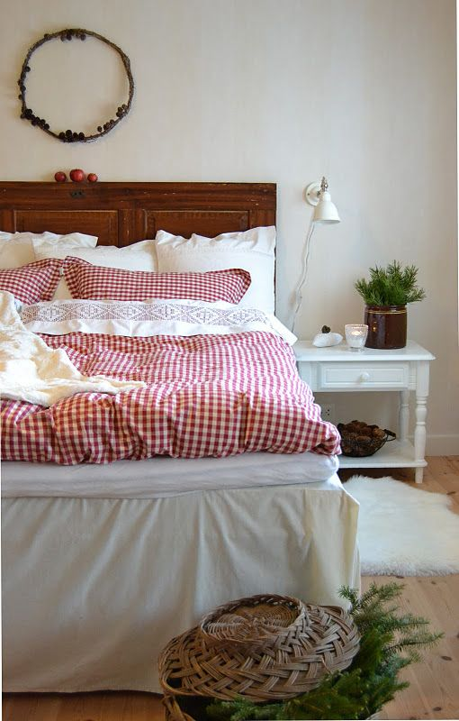 Scandinavian Christmas bedroom , love the gingham bedding n the bed skirt