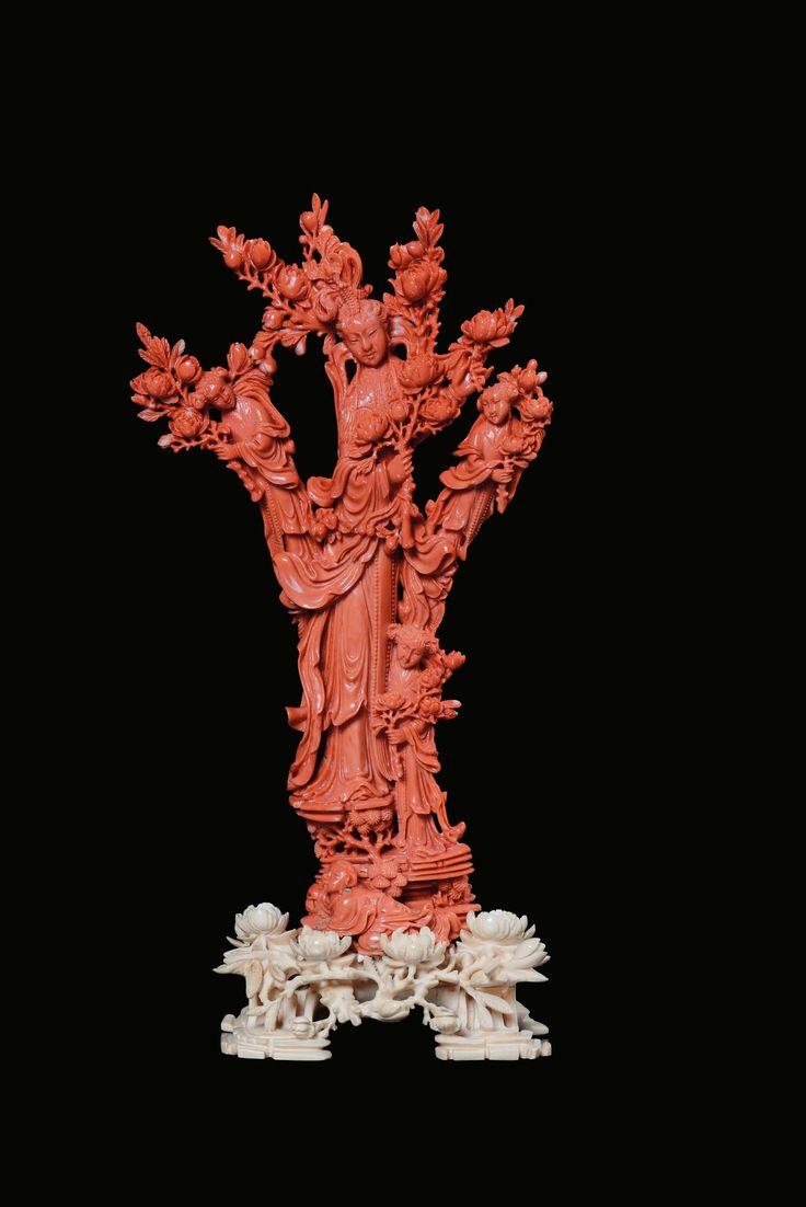 Gruppo in corallo rosso con quattro Guanyin con rami fioriti, Cina, Dinastia Qing, XIX secolo
