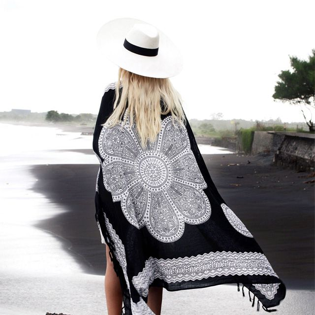 We see kimonos everywhere.  #kimonos #outfit #summer #black #white #hat #back #girl #fashion