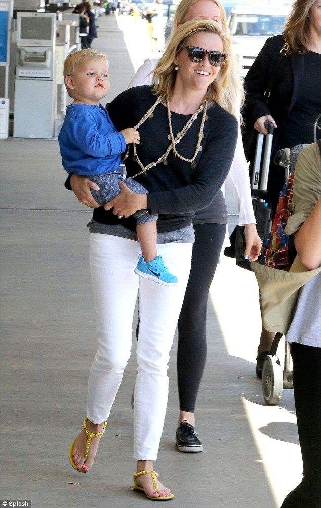 Reese Witherspoon Outfits October 2017