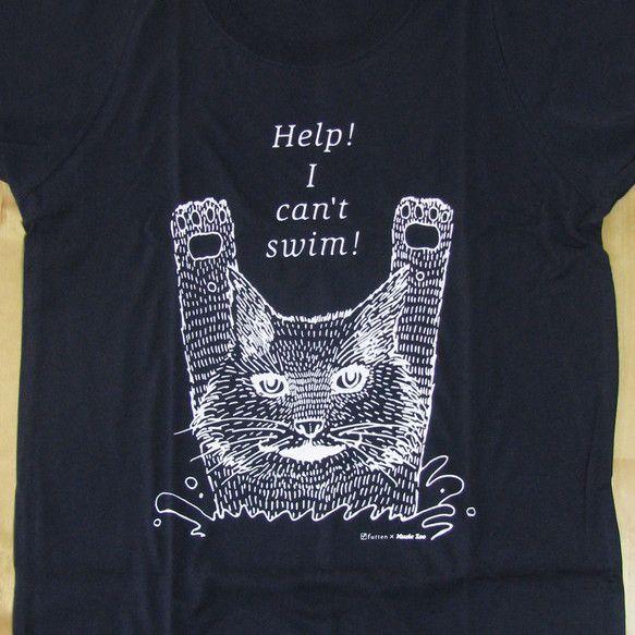 ねこが「Help! I can't swim!」と言っておぼれている、かわいいけれどちょっぴりシュールなネコTシャツ。 黒色です。(白もあります。写...|ハンドメイド、手作り、手仕事品の通販・販売・購入ならCreema。