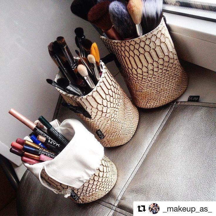 #Repost @_makeup_as_ with @repostapp ・・・ #albinaslyusareva  #makeupas Приобрела замечательный тубус для кистей, а также кейс для карандашей и коврик для косметики ✨✨✨ теперь на рабочем месте всегда полный порядок👌✨ и клиентам очень нравится, когда красивые баночки с косметикой расставлены на этот красивый коврик от @s.case_moscow  #scase #ростов #ростовнадону #воттакаякрасота #макияж #beauty #макияжростов #визажист #визажистростов #lips #makeup #makeupartist #visage #mua #eyes #makeuprostov…