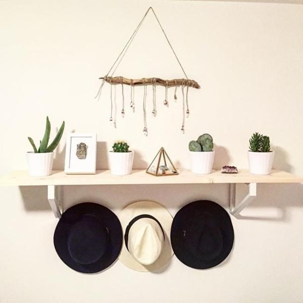 1000 ideas about hanging hats on pinterest hat for Hat hanging ideas