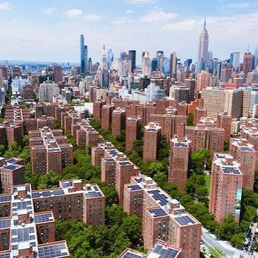 Owners @blackstone and #ivanhoecsmbridge announce a  3.8-megawatt solar energy system that will be installed across the 22 acres of rooftops of Manhattan's Stuyvesant Town-Peter Cooper Village. Completion is expected in 2019.  The installation's project developer is @onyxrenewables a New York City-based developer of renewable energy.  Manhattan's Stuyvesant Town-Peter Cooper Village is the largest private rental apartment complex in the U.S. More than 27000 residents live in 56 buildings…