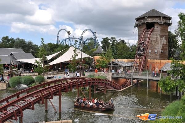 7/17 | Photo de l'attraction SuperSplash située à Plopsaland de Panne (Belgique). Plus d'information sur notre site www.e-coasters.com !! Tous les meilleurs Parcs d'Attractions sur un seul site web !!