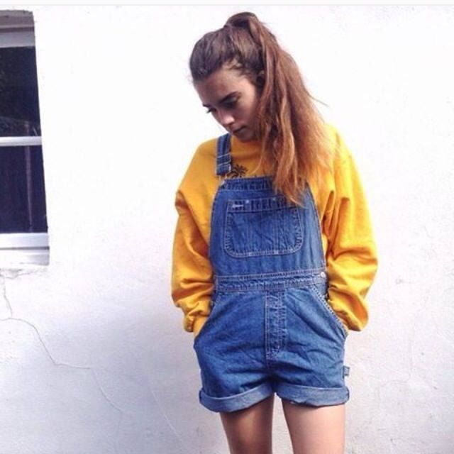 i got this pic from instagram but the source i got it from is gone now :(( denim overalls shorts with mustard yellow oversized sweater!