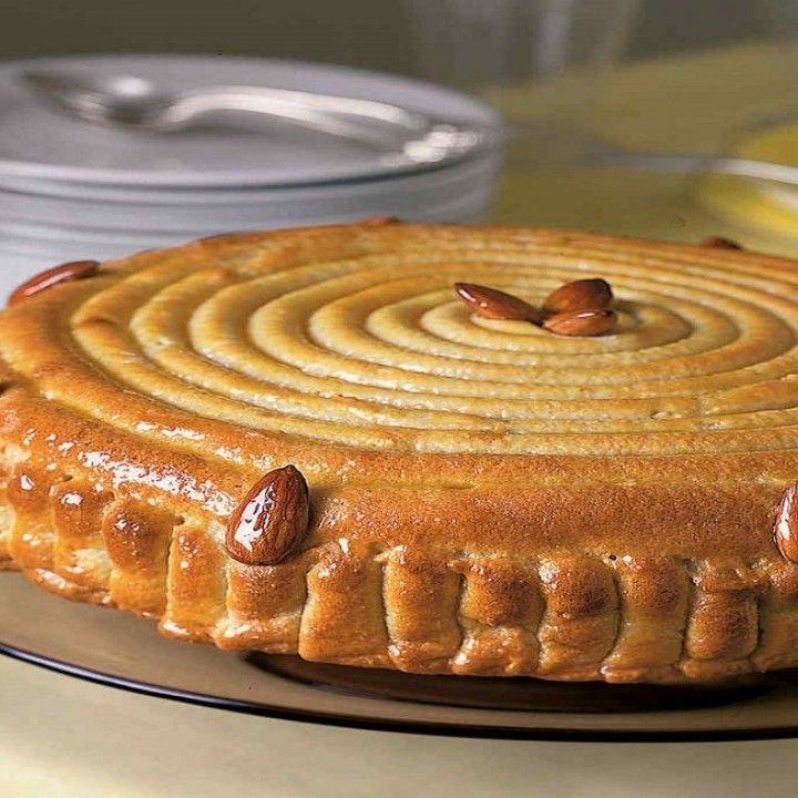 مطبخ سيدتي On Instagram فاجئي أحبائك بتحضير حلويات جديدة في كل مرة وقدمي لهم اليوم الكيكة الحلزونية المميزة المقادير طحين Dessert Recipes Desserts Food