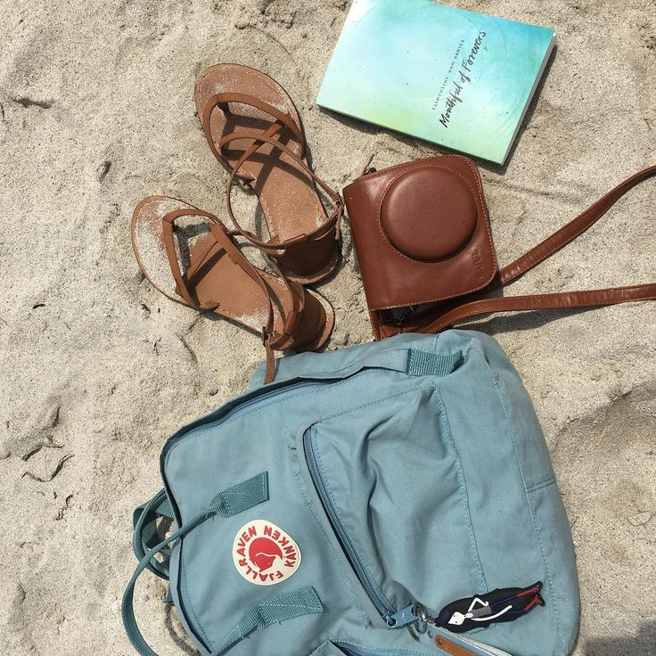 My daughter's belongings #daughter #nikkibeach #beach #kanken @selenasoemakyes
