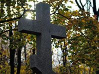 Free Wi-Fi at the Moscow cemeteries: Сеть Wi-Fi заработала на Новодевичьем, Троекуровском и Ваганьковском кладбищах, услугу будут тестировать до конца года. Эксперты полагают, что сосредоточиться следует прежде всего на создании единой базы захоронений.