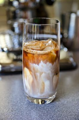 Recipe & Holiday Favorite | How to Make Vanilla Iced Lattes at Home ... {Starbucks authentic recipe} #party #drinks