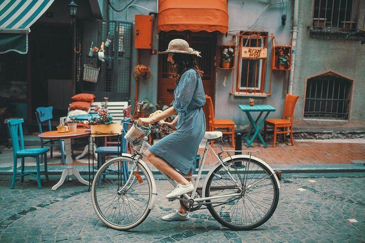 woman riding bike (place:Vanilla Cafe -Balat -Istanbul) // Photography by Uğur Tekdal  (@zamandoktoru)