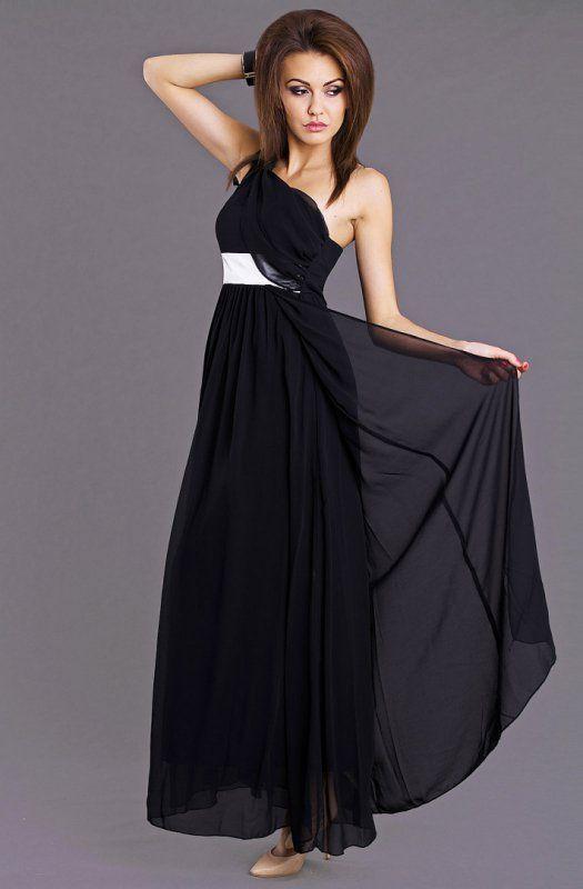 Elegancka, czarna zwiewna długa suknia z asymetrycznym dekoltem. #suknia #sukienka #elegancka #czarna #kobieta #moda #trendy