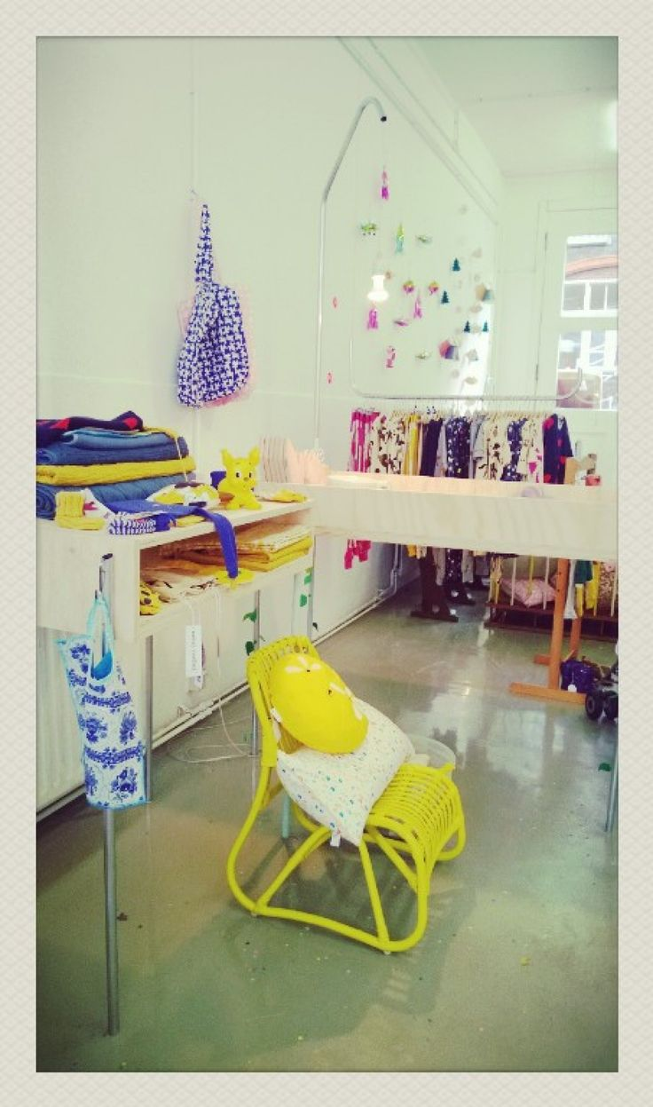 An Apple a Day is een hippe Utrechtse concept store for kids. Je vindt er allerlei leuke kinderkleding en hippe spulletjes van mooie merken als Mini Rodini.