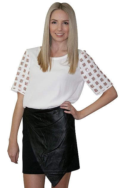 Elliatt The Chief Skirt » online clothing shop with top fashion brand dresses, tops, skirts, jackets for women.