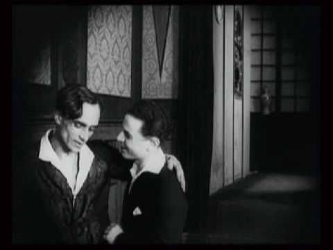 different categories in silent films Different types of comedy movies some types of comedy movies mix comedy with other types of movies there is a type of movie called a dramedy , which is a mix of a drama movie and a comedy movie.