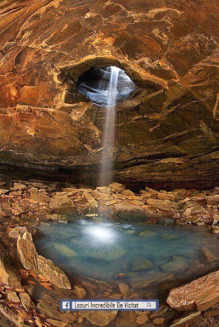 Parcul Național Cave, Central Kentucky, Statele Unite ale Americii. Cel mai lung sistem de peșteri cunoscut în lume. Există peste 400 de kilometri de peșteri care au fost explorate. 63 Alabama State Parks, primul lucru pe care îl observați despre cavernele din Catedrala este intrarea masivă.