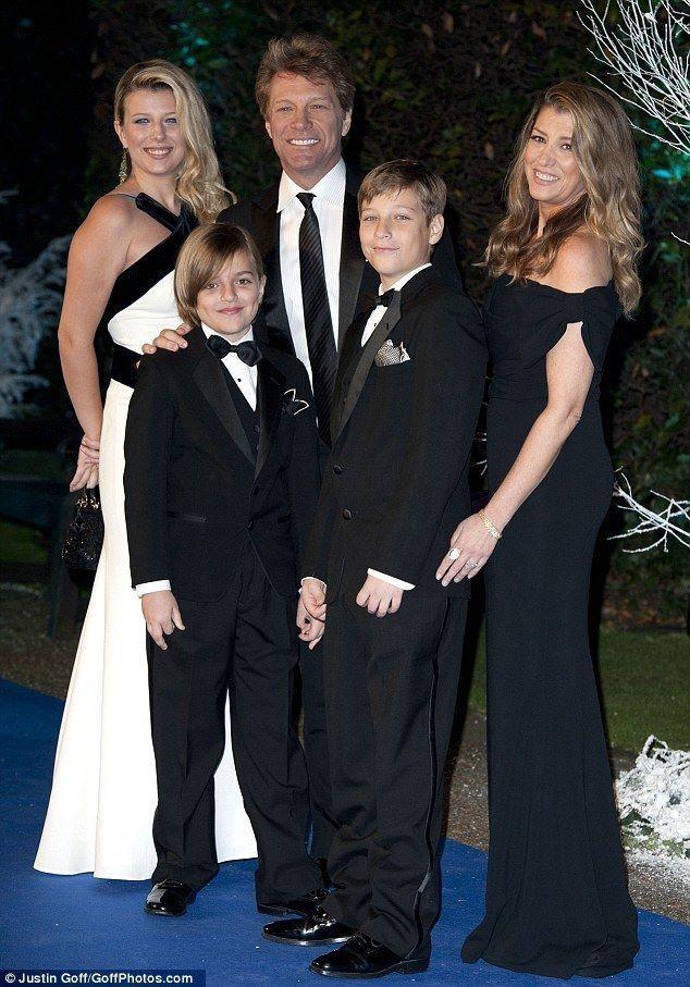 Beautiful family!!! Jon Bon Jovi married his high school sweetheart Dorothea Hurley in 1989. They have 4 children.