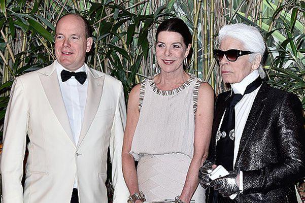 Карл Лагерфельд, князь Альбер и принцесса Каролина на Балу роз в Монако