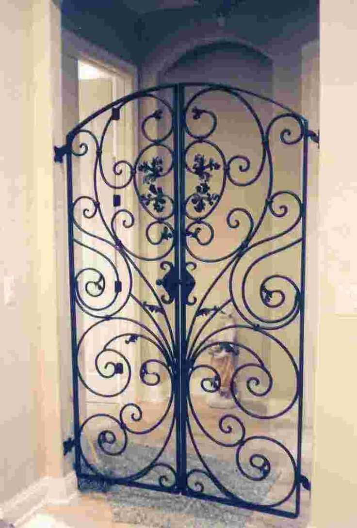 #gat0207 - Italian styled wrought-iron gate with custom latch